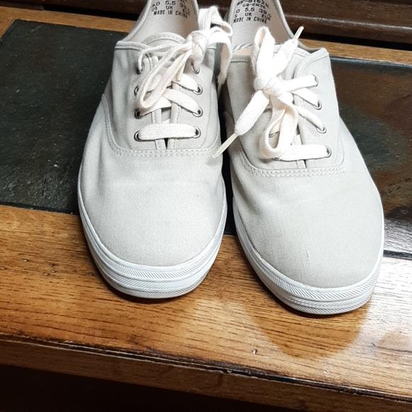 Women's kids tan canvas tennis shoes